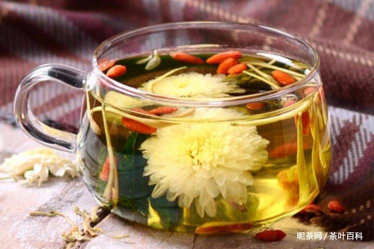 金银花菊花枸杞泡水喝的功效,金银花菊花枸杞能天天喝吗?