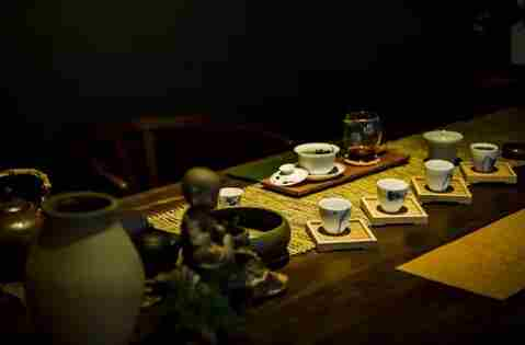 今夜,独享寂寞。一茶,一盏,已足以!