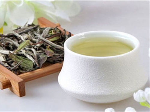白茶和黄茶有什么区别(黄茶与绿茶的区别与功效)