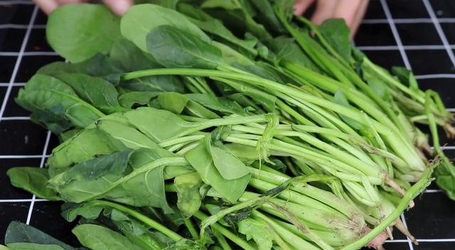 菠菜别做老一套,教你新鲜做法,一块比一块香,美味就是这么简单