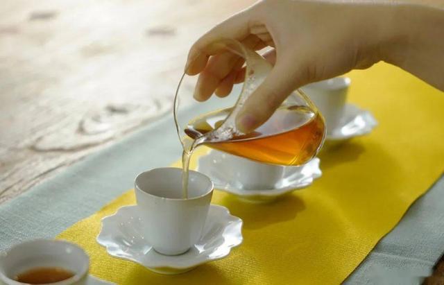 寒露节气还在乱喝茶?大降温后如何养生喝茶?秋冬转换喝啥茶好?