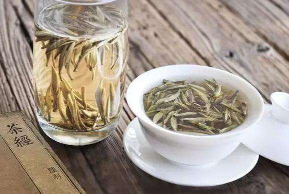 秋天燥热喝什么茶好(秋燥眼干,喝点枸杞菊花茶)
