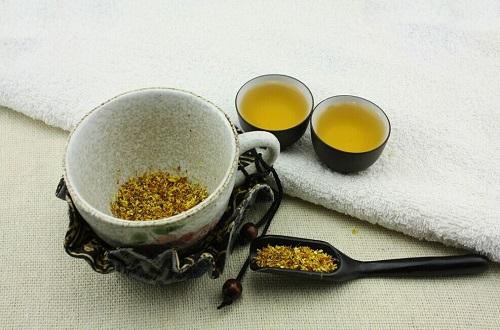 适合秋天喝的花茶搭配(秋天喝什么花茶好,调节人体心神不宁)
