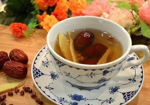 黑糖姜枣茶什么时候喝最好(姜枣茶什么时候喝最好上午喝,不上火姜是适合在早上和中午吃的)