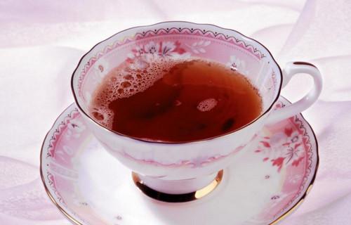 冬天喝红茶好还是绿茶好(冬天喝红茶的好处,帮助预防骨质疏松)