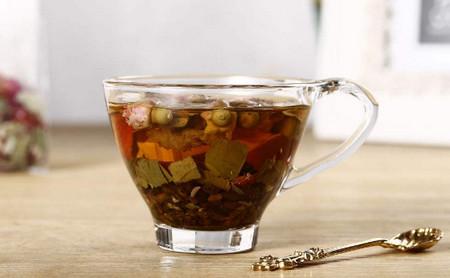 荷叶茶一天喝多少最好(喝荷叶茶需要注意什么)