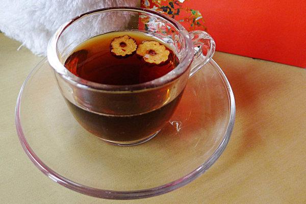 请问冬季喝什么茶好(冬季养生可喝黄芪红枣茶)