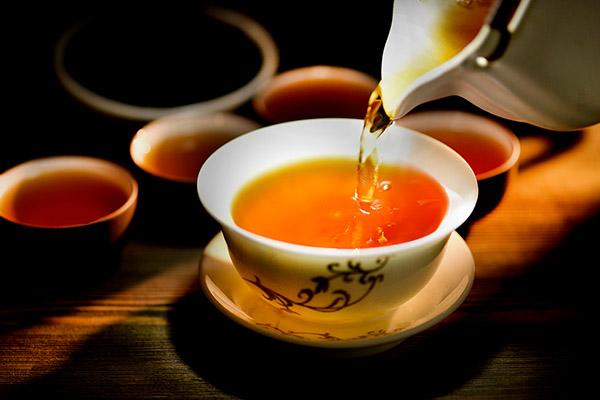 红茶的功效与作用及饮用禁忌大全(喝红茶需要注意什么)