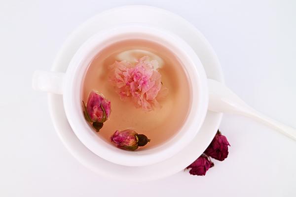 陈皮玫瑰花茶的功效与禁忌(喝玫瑰花茶需要注意什么)
