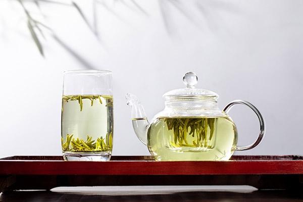 喝绿茶的好处(绿茶能抗衰老,防辐射,并有提神醒脑、预防癌症的作用)