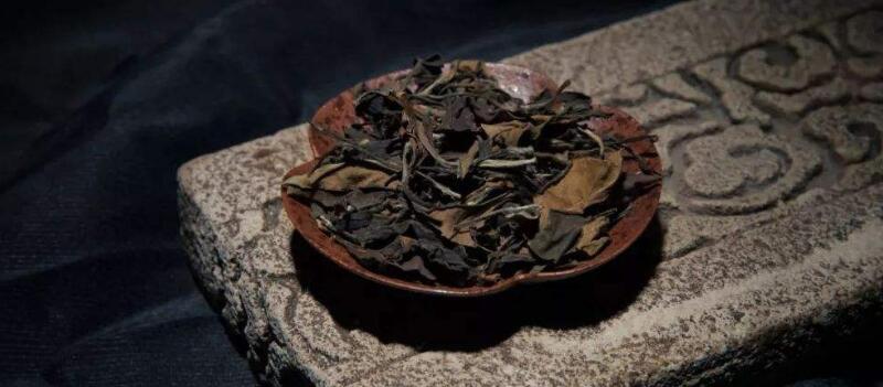 白茶适合肠胃不好的人喝吗(白茶养胃吗?肠胃不好的人也可以饮用吗?)