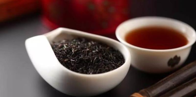 红茶与绿茶哪个好一些(红茶和绿茶哪个好,绿茶的特点)